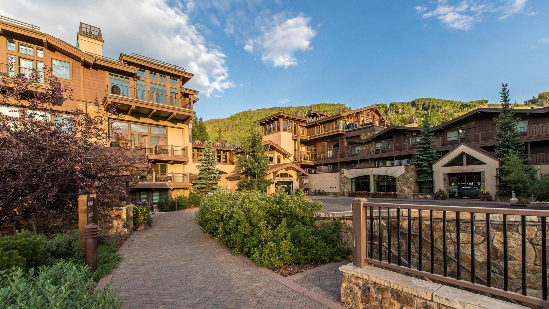 Manor Vail Lodge - Summer Exterior